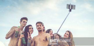 Gậy Selfie đi biển
