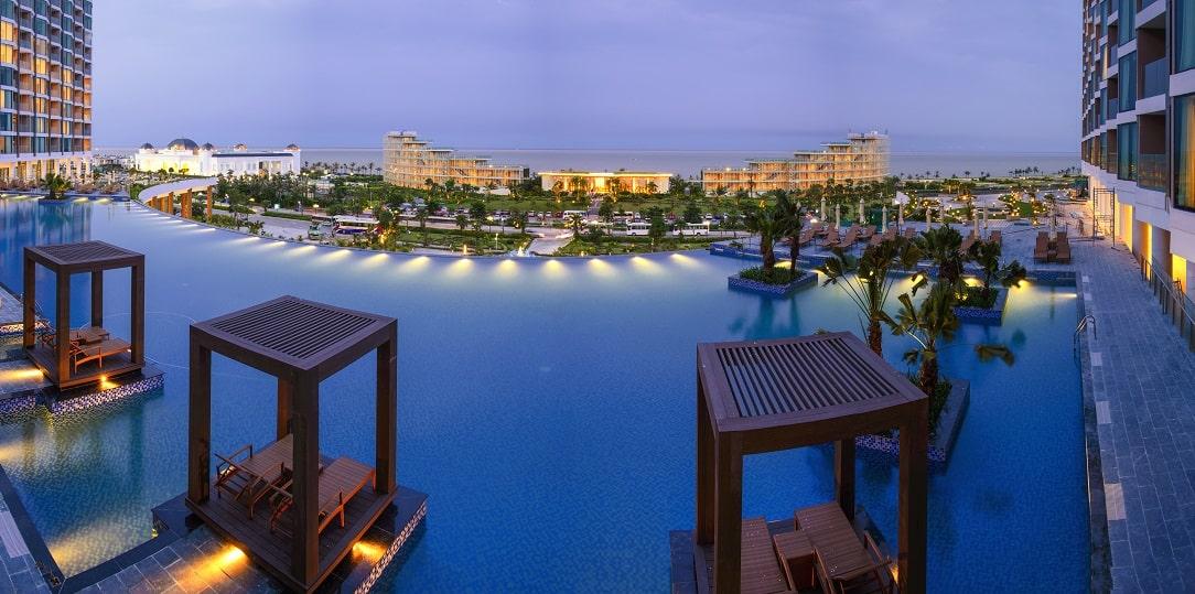 Bể bơi vô cực tại FLC Grand Hotel Sầm Sơn